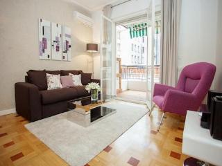 Violet- Stylish 2 Bedroom Nice Apartment with Outdoor Dining Area - Contes vacation rentals