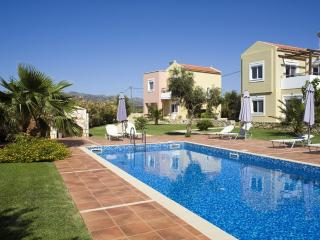 4* villa with pool in Crete,near beaches FREE WiFi - Tersanas vacation rentals