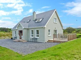 CRONA COTTAGE, ocean views, off road parking, large garden, in Donegal, Ref 17574 - Donegal vacation rentals