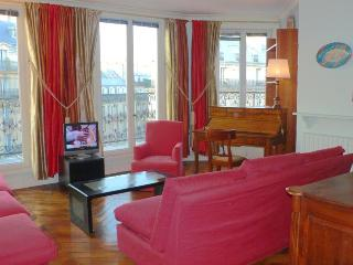 372 Two bedrooms Balcony 2 bath  Paris Luxembourg district - Paris vacation rentals
