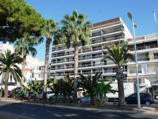 Palais d'Orsay (JH), Excellent 2 Bedroom on the Croissette, Cannes - Cote d'Azur- French Riviera vacation rentals