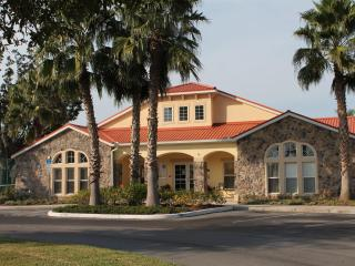 4 bedroom Gated Villa 5 Miles to Disney wifi - Orlando vacation rentals