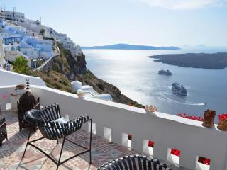 Villa Fegari, apartment Thea with infinite views - Firostefani vacation rentals