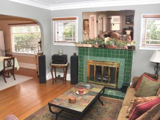 P21 Charming Home, Wedding Guests, Gatherings - Portland Metro vacation rentals