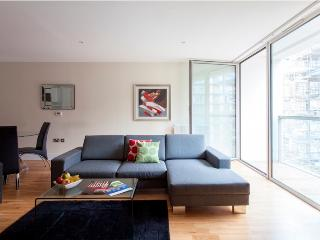 Lanterns 01 Bedroom Contemporary Apartment at Best Bargain - London vacation rentals