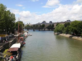 Quiet 2 Bedroom Paris Apartment Near the Rue de Buci and Pont Neuf - Paris vacation rentals