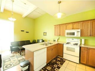 Superior 1 -  Weekly Discounts - Niagara Falls vacation rentals