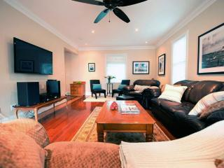 Waterfront Retreat - Autumn Rates Reduced - Port Colborne vacation rentals