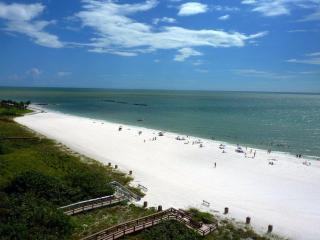 BEACHFRONT CONDOS WITH PANORAMIC VIEW FROM $595/WK - Marco Island vacation rentals