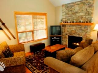 Living Room - Fairway's Cabins and Cottages - Cottage 12 - Sun Peaks - rentals