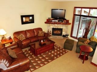 Living Room - Trapper's Landing Townhouses - 05 - Sun Peaks - rentals
