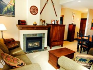 Living Room - Stone's Throw Condos - 38 - Sun Peaks - rentals