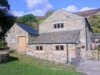 THE STABLES stunning views, family-friendly, close to village of Edale Ref 19357 - Edale vacation rentals