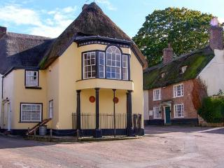 TROY HOUSE, Grade II listed thatched cottage, character, unusual accommodation, near Dorchester, Ref 20494 - Dorchester vacation rentals