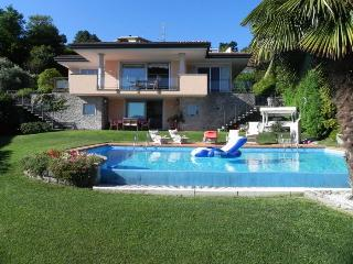 CASA BRILLANTE - Meina vacation rentals