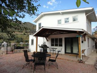 4 bedroom luxury home, hot tub, mountain views - Bisbee vacation rentals