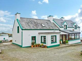 NANA'S HOUSE family-friendly, sea views in Allihies Ref 13491 - Adrigole vacation rentals