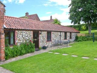 MOONLIGHT COTTAGE, single-storey cottage, romantic retreat, with garden and parking, in Coltishall, Ref 19822 - Fakenham vacation rentals