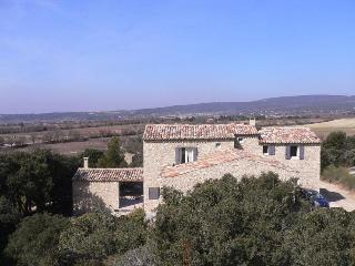 Cozy Villa with a Pool and Grill at Gordes, Luberon, Provence - Lacoste vacation rentals