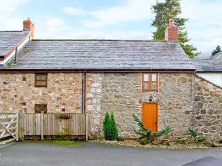 2 NANT LANE COTTAGES, stone-built property, romantic retreat, walks, near Oswestry, Ref 20595 - Bronygarth vacation rentals