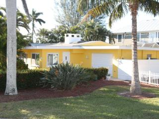 Ah this is it v2.0! Lemon Cottage w Pool!! Relax!! - Holmes Beach vacation rentals
