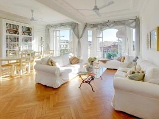 Ivy- Stunning 3 Bedroom Nice Apartment with Amazing Views - Nice vacation rentals