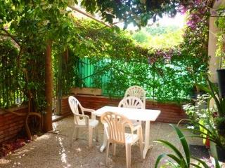 Silence, green & close to services and attractions - Rome vacation rentals