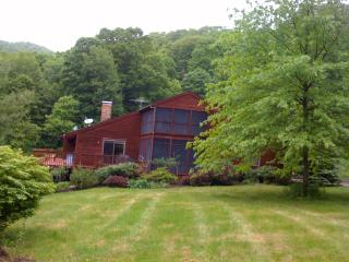 4 Bedroom House in Lakeville on Four Private Acres - Lakeville vacation rentals