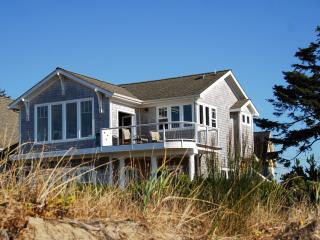 Something Special...Waterfront Bayside Bungalow ! - Lincoln Beach vacation rentals