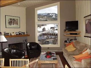 Immaculate 2 Bed + Loft - Full Amenities (2158) - Snowmass Village vacation rentals