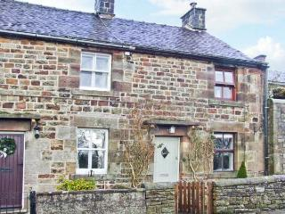 HONEYSUCKLE COTTAGE, charming cottage, patio, close pub and walking in Longnor Ref 19892 - Peak District vacation rentals