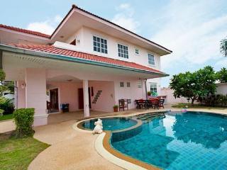 4 Bedroom Villa Large Pool 10 Min Walking Street - Pattaya vacation rentals