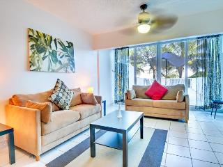 Townhouse for 8, PRIVATE BEACH ACCESS ! - Miami Beach vacation rentals