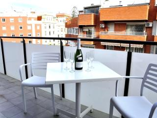 2 bed Barcelona Gracia apartment-private balcony - Barcelona vacation rentals