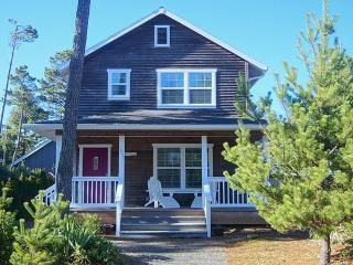 Catalina Cottage, Hot Tub, Firepit, Pets, Foosball - Oregon Coast vacation rentals