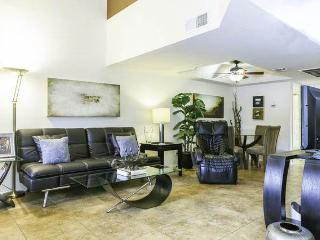 Affordable Elegance /w Large Beds, Attached Garage - Scottsdale vacation rentals