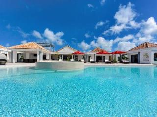 Just in Paradise - Villa offers pool, rooftop bar & sweeping views - Terres Basses vacation rentals