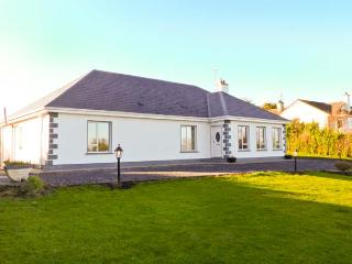 DUNNAVILLA HOUSE family-friendly, en-suite facilities, open fire in Oughterard Ref 20752 - Connemara vacation rentals