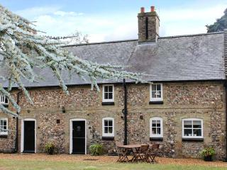 MANOR FARM COTTAGE, pet friendly, close amenities, in Swaffham Ref 20933 - Snettisham vacation rentals