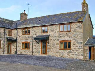 MAES, superb accommodation, en-suite bedroom, woodburner, hot tub, near Ruthin, Ref 20653 - Rhydlydan vacation rentals