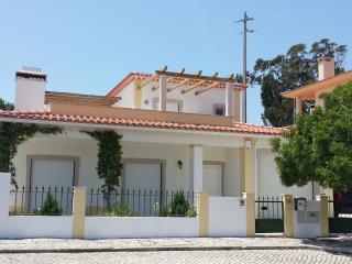 Obidos Area-  Modern Villa Private Pool Sleeps 8 - Obidos vacation rentals