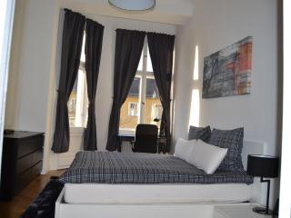 Delightful Vacation Rental Near Kudamm/KadWe in Berlin - Berlin vacation rentals