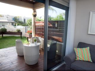 Lili's Place Quality 1BR Garden& pool Apartment - Tel Aviv District vacation rentals