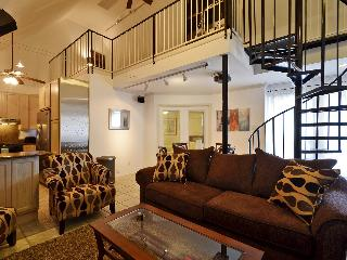 Great location sleeps 12! 2 blks to Conv. Ctr +6th - Austin vacation rentals