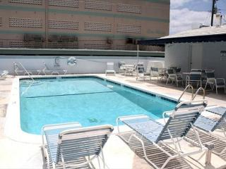 Chic You Can Have it All 1/2 block to beach w/ Heated Pool 1/1 4 guests - Hollywood vacation rentals