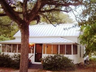 Winchester Cottage, under old oaks in Carrabelle - Carrabelle vacation rentals