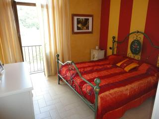 Casa Del Re in Pontremoli Historic Center Tuscany - Specchio vacation rentals