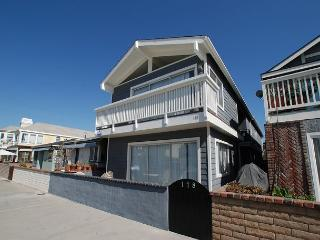 Only 5 Houses from the Sand! Nicely furnished, laundry, garage parking(68255) - Newport Beach vacation rentals