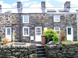 CARREG LWYD, multi-fuel stove, decked area, ideal base for Snowdonia in Blaenau Ffestiniog, Ref 20376 - Snowdonia National Park Area vacation rentals