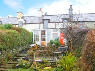 BRYN MORFA, views over countryside to sea, woodburner, garden, near Penygroes, Ref 17582 - Caernarfon vacation rentals